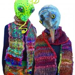 Grashüpfer und Vogel mit Schal und Rock Uruca und gestrickter Stola Rana