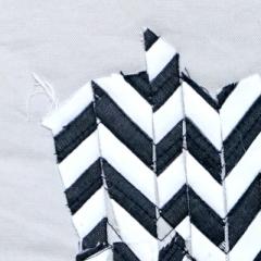 Klara Atalla_Versuch mit schwarz-weiß gestreiftem Stoff II_Detail