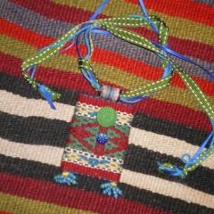 Christine Bell, 2016,, Talismanbeutel kreiert aus gewebten kirgisischen Jurtband, Wolle/ genäht & verziert , 7 x 10 cm (Foto: Christine Bell)