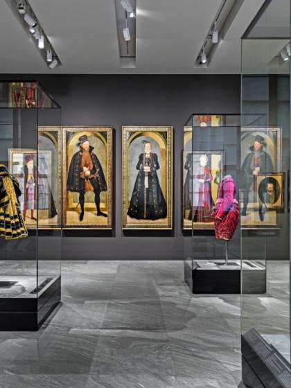 """Blick in die Dauerausstellung """"Kurfürstliche Garderobe"""" im Renaissanceflügel des Residenzschlosses Dresden, Foto: HC Krass, Copyright: SKD"""