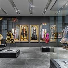 """Blick in die Dauerausstellung """"Kurfürstliche Garderobe"""" im Renaissanceflügel des Residenzschlosses Dresden, Foto: HC Krass"""