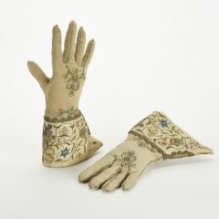 Damenhandschuhe, Deutschland, 2.Haelfte des 18. Jahrhunderts, Stickerei in Seide, Gold- und Silberfaden auf Seidengewebe, Foto: Esther Hoyer