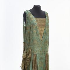Gesellschaftskleid, um 1925, Deutschland, Stickerei in Goldfaeden und Glasperlen auf Crepe Georgette, Goldlame, Foto Esther Hoyer