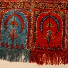 Viereckiger Schal auf schwarzem Grund, Indien, etwa 1840