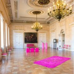 Marmorsaal: Objekte von Marianne Herbrich (aus Synthetikvlies genäht + Metall) und Susanne Klinke (in Synthetikvlies geschnitten)