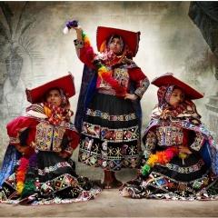 Traditional women's costume, district of Tinta, province of Canchis, Cusco, Peru 2010, Mario Testino, Apr-13, Aus der Sammlung von: MATE — Museo Mario Testino