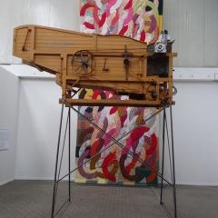 Jette Gejl, A Blom & Sön a/s, Skanderborg, 2017, Dreschmaschine von 1932, Stoffmuster, Text auf AluDibond