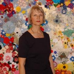 Ruth Fiedler vor dem Tausendblütenteppich