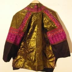 Miao-Jacke aus glänzendem Stoff, Foto Wang Lan