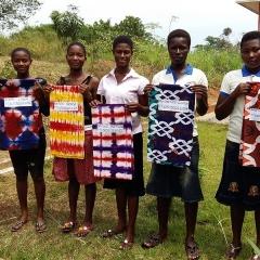 Baobab Mädchen, die grade ihre 1. bzw 2. Prüfung gemacht  haben. (Small)